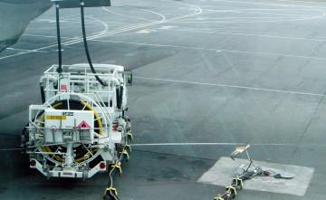Jet_a1_truck_refueling_dsc04316[1]