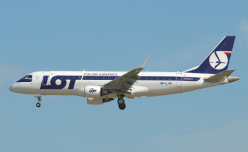 LOT-Embraer175.jpg