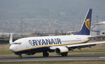Ryanair_EI-EKR_Belfast_City_Airport.jpg